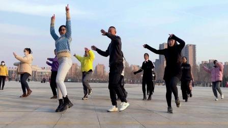 大家喜欢的弹跳舞步《小花》学一遍就会了真厉害