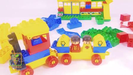 用彩色积木搭建游乐场