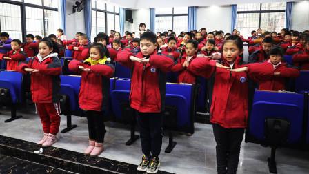 衡阳高兴小学近日开办文明礼仪特色课,腾雁艺术培训中心热情赞助