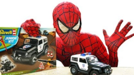 蜘蛛侠:蜘蛛侠打球时捡到一个玩具车!