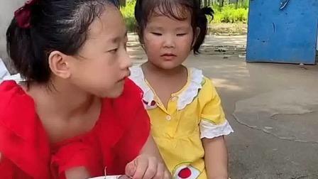 亲子游戏:宝宝都哭了,爸爸,给宝宝点
