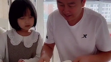 亲子游戏:第一块蛋糕给媳妇,预祝媳妇生日快乐