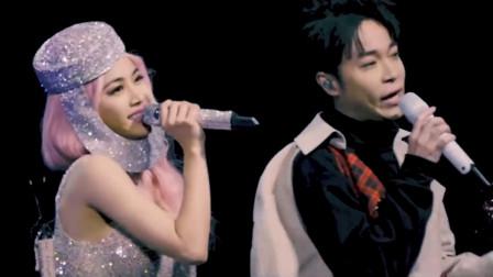 蔡依林演唱会刚唱一句,吴青峰惊喜出现,神仙嗓音全场都惊艳了!