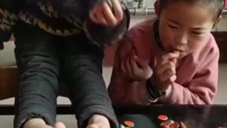 益智宝宝幼教:白雪蒙着眼睛能把拼图拼图拼图拼好吗