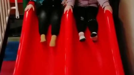 童年的记忆:宝贝玩滑梯,太爽了,小朋友友,来玩呀!