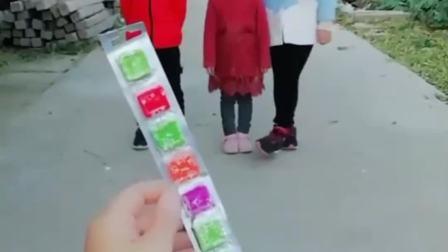 童年的记忆:宝贝们今天我们吃个水果糖