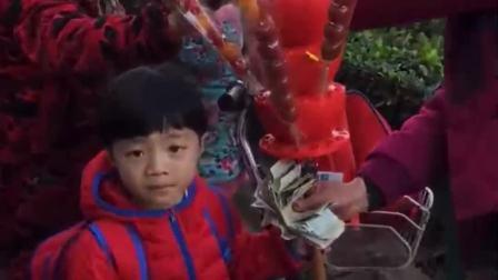 童年的记忆:凯凯两块钱买了一串糖葫芦