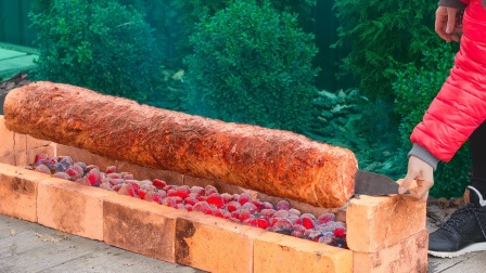 家中自制巨无霸烧烤肉串,趣味创意美食!