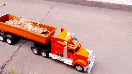 装载车给自卸大卡车装沙子,小铲车推沙子真好玩