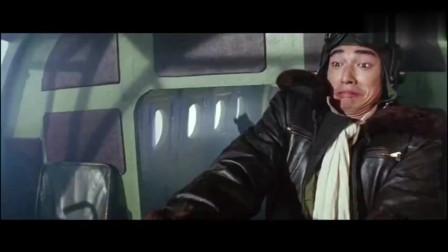 李连杰和怪物在飞机上大战,这飞机质量比现在好一百倍,捅了几根大窟窿一样没事