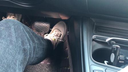 自动挡要想提速快,别一脚油门踩到底,这才是正确的操作方法