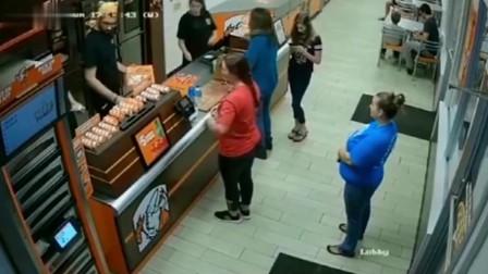 这女人被佛光护体了,要不是监控拍下,都不敢相信这么幸运!