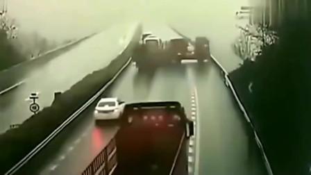 高速上突然发生车祸,如果不是有监控,都不知道大货车司机有多可恶!