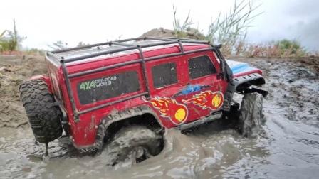 越野车玩具们渡过水坑