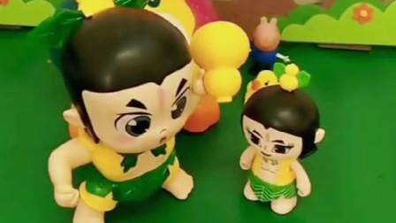 乔治有一个小黄鸭,佩奇有一个大黄鸭,佩奇的其他玩具也比乔治的大