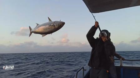 5人深海钓鱼,一口气钓9条鱼,鱼都直接飞上来,太过瘾了