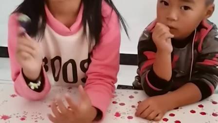 童年的记忆:弟弟吃姐姐捡到的糖果晕倒了