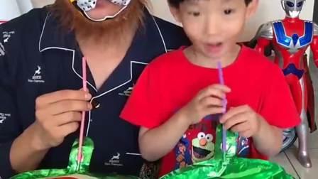童年的记忆:宝贝是不是耍赖了,这么快把气球吹起来了