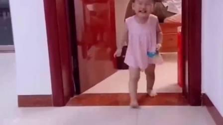 童年的记忆:女儿偷看正在加班的爸爸