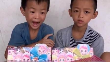 童年的记忆:弟弟学习辛苦了,妈妈给买零食吃