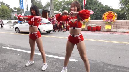 美女小雪+辣椒: 马路边舞蹈表演