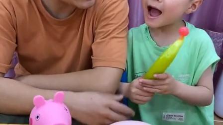 童年的记忆:弟弟吃棒棒糖却让骗哥哥吃辣椒