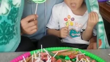 童年的记忆:猴子也爱吃棒棒糖