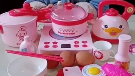 童年的记忆:妈妈想吃鸡蛋玉米,熙熙给妈妈做