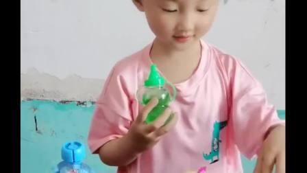 童年的记忆:宝贝真懂事,把好吃的都给妈妈