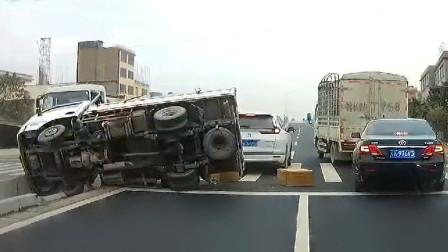 交通事故合集:新手上路不观察路况,这一次真尴尬了