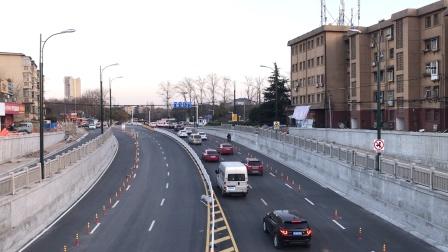 HXN5牵引货列下行通过宁芜线马鞍山湖北路立交