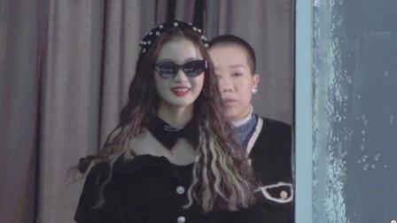 林小宅成盲人艺术家?