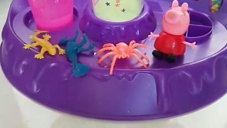 早教玩具宝宝益智∶佩琪做的摇摇乐是这样的