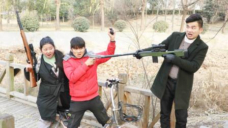 绝地求生真人版:小伙持AWM堵桥,枪枪制敌,太厉害了!
