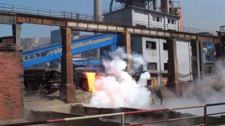 炼钢厂的废钢水怎么处理?用火车运到野外倒掉,是不是太浪费了?