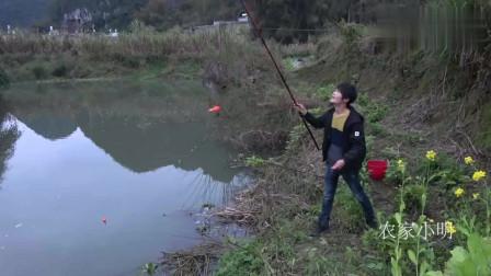 农村小明 :农村小伙河边野钓太过瘾了,这样的急流都能上货,厉害了!