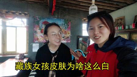 纳木措村被藏族小美女搭讪,邀请我茶馆喝甜茶,问问她还在上学吗