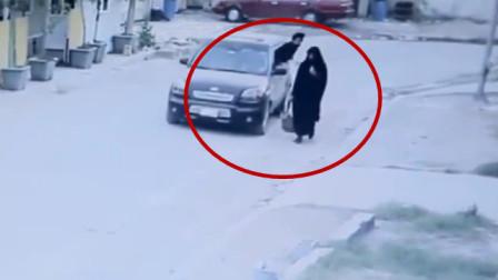 女子独自步行回家,要不是监控拍下,没人知道她的经历!