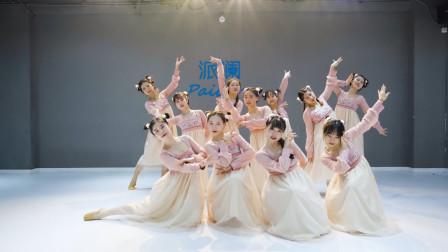 人声鼎沸,小鼓一打,静静欣赏古典舞《冠玉》舞蹈,太美了!