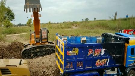 挖掘机和卡车运输沙土 亲子益智