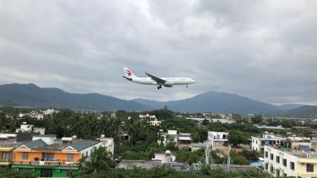 东航A330降落三亚凤凰机场08跑道