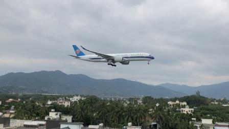 南航A350降落三亚凤凰机场08跑道