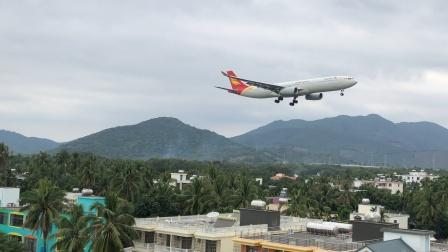 首都航空A330降落三亚凤凰机场08跑道