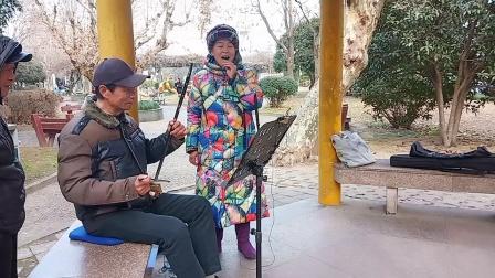 《新扎西德勒》演唱:潘莲美,操琴:甘来富,创作:罗贵宏(官方认证《优酷》首批创作者)