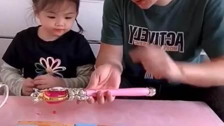 趣味生活:爸爸手里拿着魔法棒