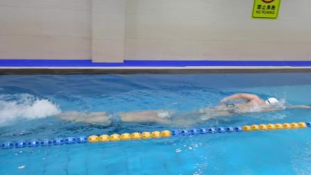 中游体育:怪不得个子高游泳好 优势太明显了
