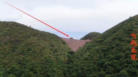 航拍广西大山上的大货车,司机开车真是厉害,悬崖边上也敢走