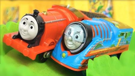 小火车们在交叉轨道上赛跑