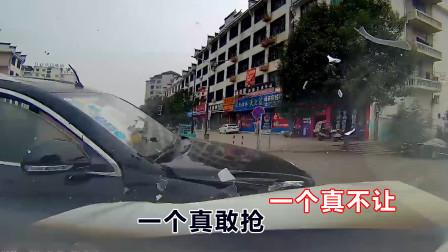 2021中国交通事故集锦,一个真不让一个真敢抢