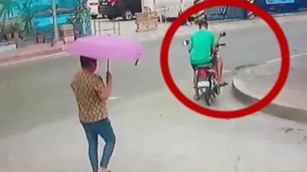 监控拍下惊险画面,死神低估了小伙的身手,完美躲过一劫!